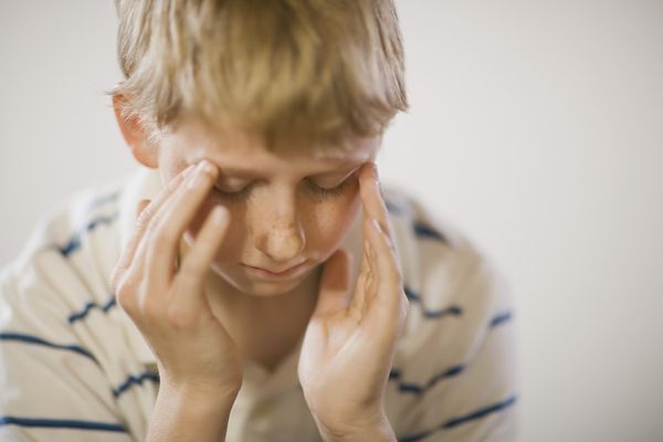 Болит голова у мальчика
