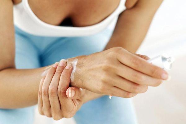 Использование мази при травме руки