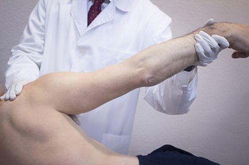 вправление плечечого сустава
